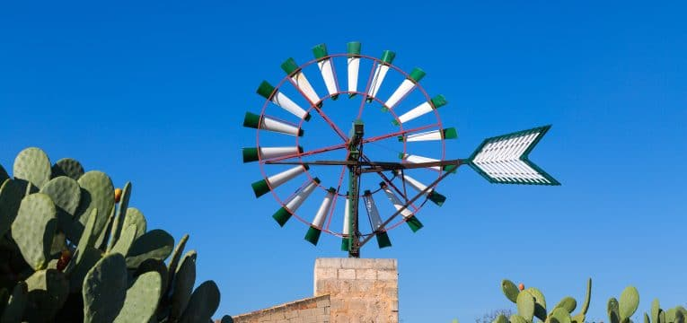 Klassische restaurierte Windmühle auf Mallorca