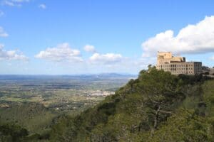 Blick auf die Ebene von Mallorca vom Kloster San Salvador in Felanitx